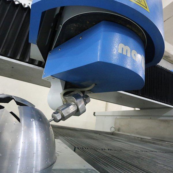 Jet d\'eau CNC 3D 5 axes